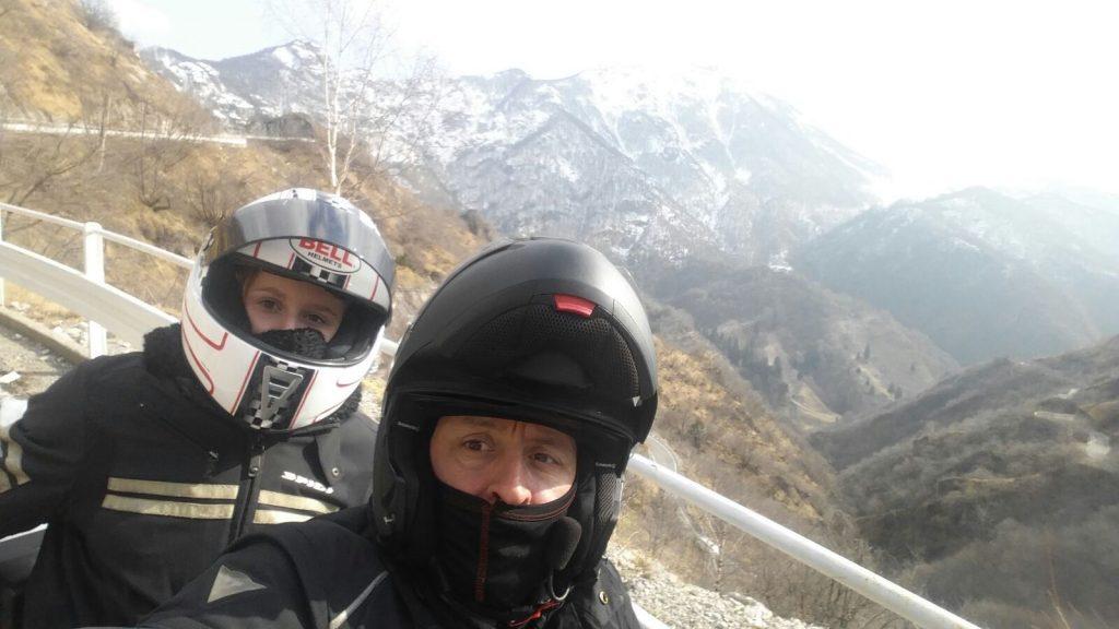 Zavorrina-Sharon-in-moto-con-il-papà-Walter