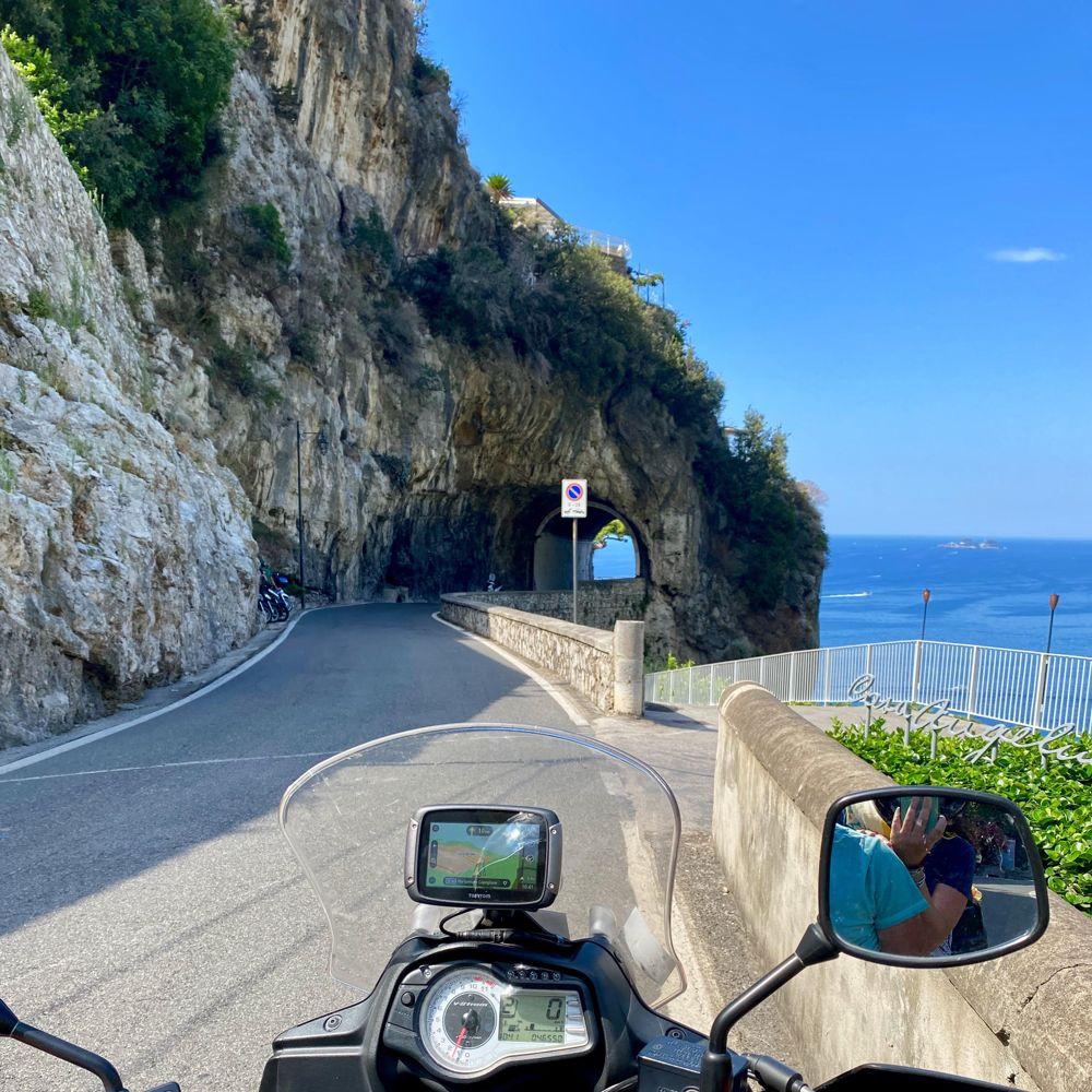 La Costiera Amalfitana in moto